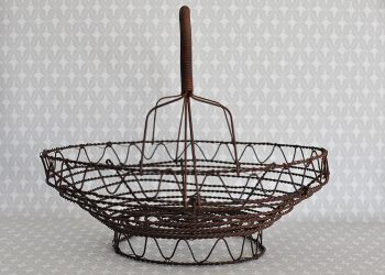 Mellanstor rund brun trådkorg | Jeanne d Árc Living | Willekulla Lantlig Inredning | framsida