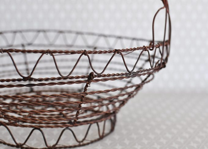 Liten rund brun trådkorg | Jeanne d Árc Living | Willekulla Lantlig Inredning | sida
