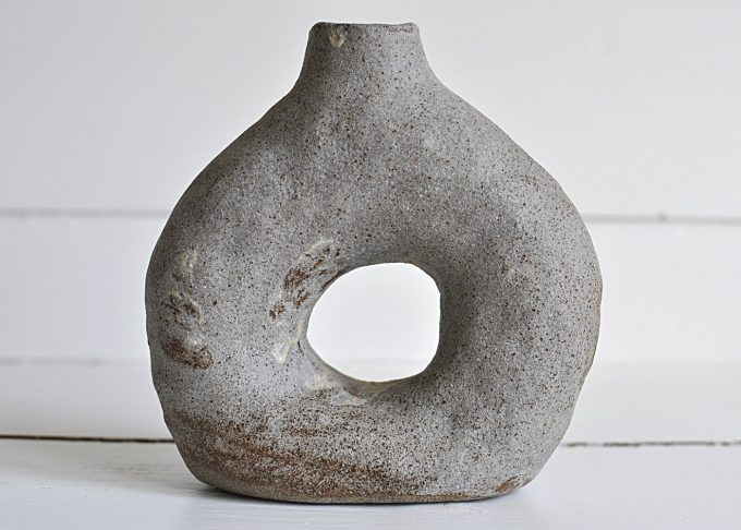 Handgjord liten grå vas | Egenhändigt | Willekulla Lantlig Inredning | fram