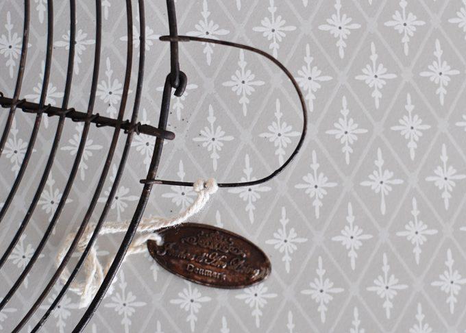 Mörkbrunt grytunderlägg i metall | Jeanne d Árc Living | Willekulla Lantlig Inredning | hänge