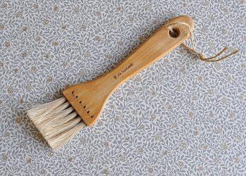 Brödpensel av trä och tagel | Iris Hantverk | Willekulla Lantlig Inredning | framsida