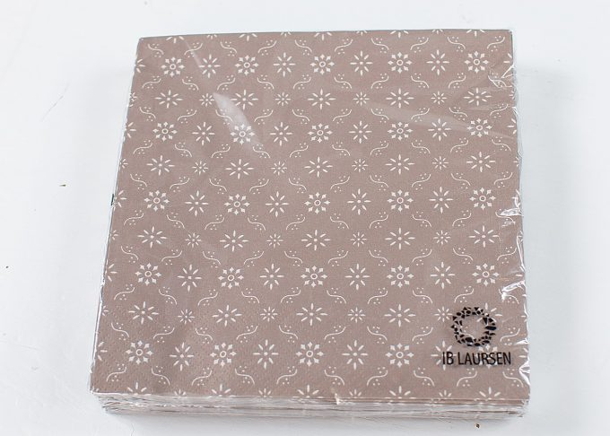 Bruna servetter med blommigt mönster | Ib Laursen | Willekulla Lantlig Inredning - framsida