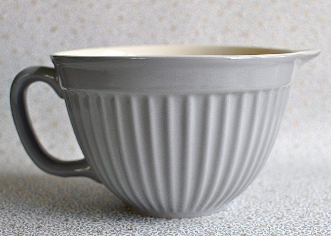 Medelstor grå vispskål med handtag   Ib Laursen   Willekulla Lantlig Inredning   helhet