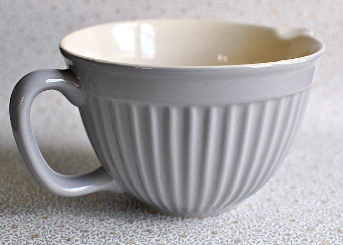 Medelstor grå vispskål med handtag   Ib Laursen   Willekulla Lantlig Inredning   handtag