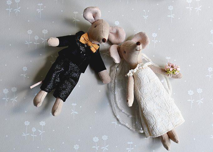 Bröllopspar möss i blommig ask | Maileg | Willekulla Lantlig Inredning | ovanifrån