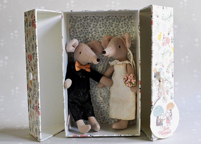 Bröllopspar möss i blommig ask | Maileg | Willekulla Lantlig Inredning | sida