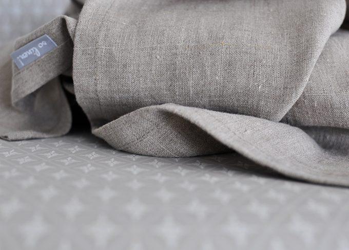 Naturfärgad badhandduk i linne 70x140cm | So Linen | Willekulla Lantlig Inredning | närbild