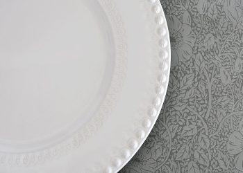 """Vitt stort uppläggningsfat i keramik """"Daisy""""   PotteryJo   Willekulla Lantlig Inredning   detaljer"""