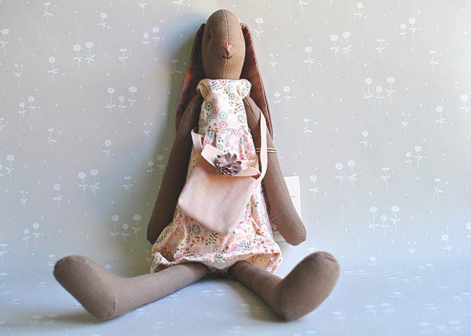 Jenny brun kanin flicka | Maileg | Willekulla Lantlig Inredning | framsida