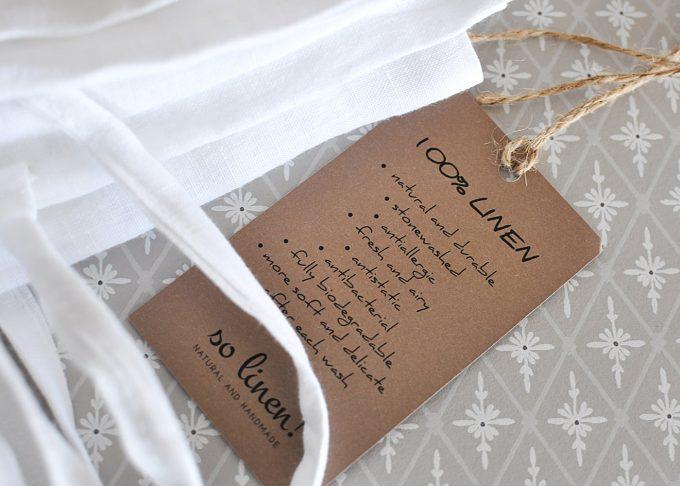 Vit linne kudde med knytband 50×50 cm | So Linen | Willekulla Lantlig Inredning | närbild