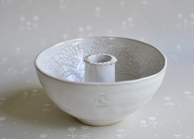 Handgjord vit ljusskål | Petra Lunds Lera | Willekulla Lantlig Inredning | sida