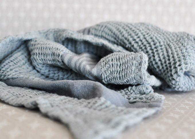 Randig vit och blå handduk | Soulosofie | Willekulla Lantlig Inredning | liggande