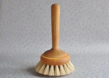 Handgjord badkarsborste i trä   Iris Hantverk   Willekulla Lantlig Inredning   framsida