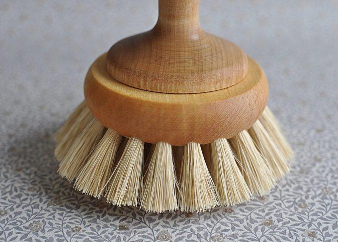 Handmade Bathtub Brush in Oiled Maple | Iris Hantverk | Willekulla Country Style | Closeup