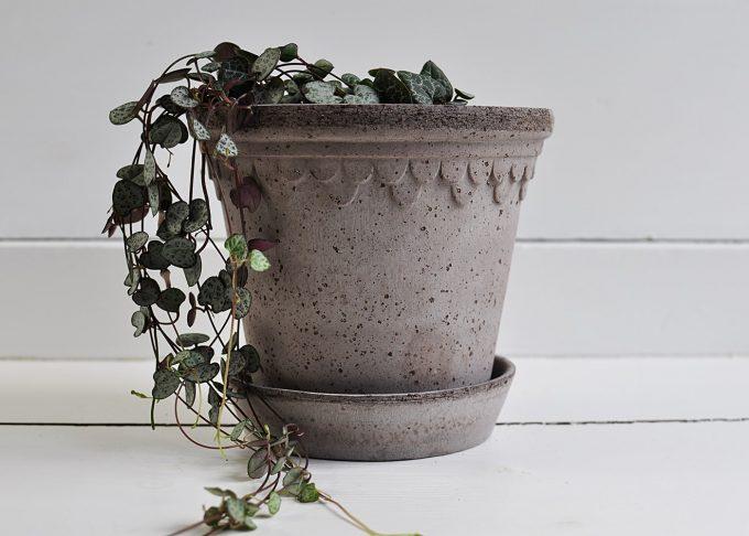 "Handgjord grå kruka ⌀ 16 cm ""Köpenhamn""   Bergs Potter   Willekulla Lantlig Inredning   framsida"