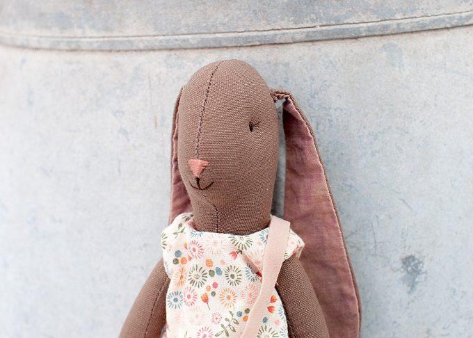 Jenny brun kanin flicka | Maileg | Willekulla Lantlig Inredning