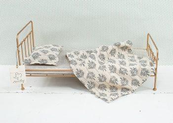 Guldfärgad säng för kaniner i metall | Maileg | Willekulla Lantlig Inredning