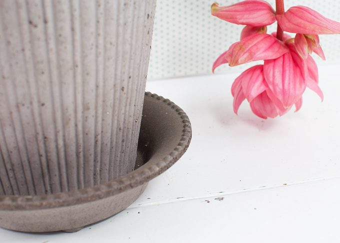 Simona Handmade Flowerpot Grey Color ⌀ 18 cm from Bergs Potter - Closeup