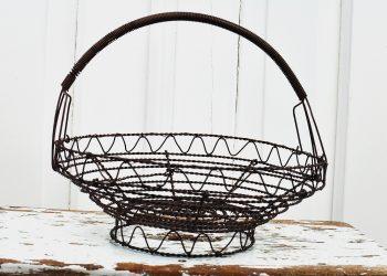 Liten rund brun trådkorg | Jeanne d Árc Living | Willekulla Lantlig Inredning - framsida