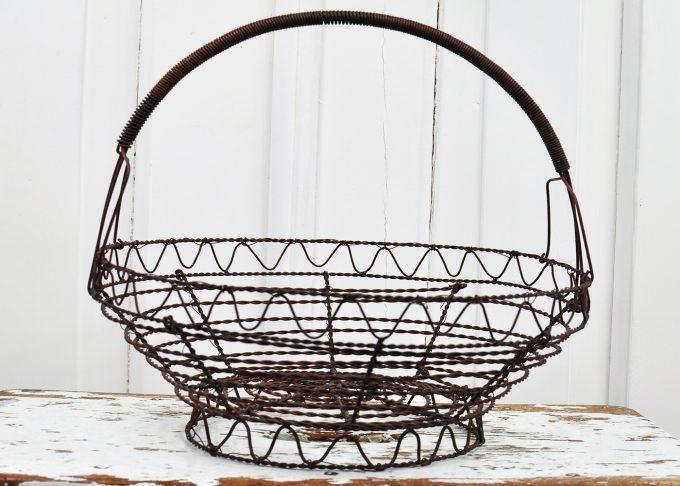 Mellanstor rund brun trådkorg | Jeanne d Árc Living | Willekulla Lantlig Inredning - framsida