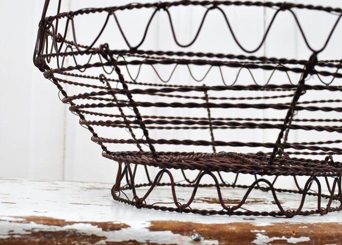 Medium round brown wire basket | Jeanne d Árc Living | Willekulla Country Style - closeup