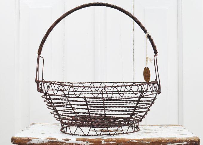 Stor rund brun trådkorg | Jeanne d Árc Living | Willekulla Lantlig Inredning - framsida
