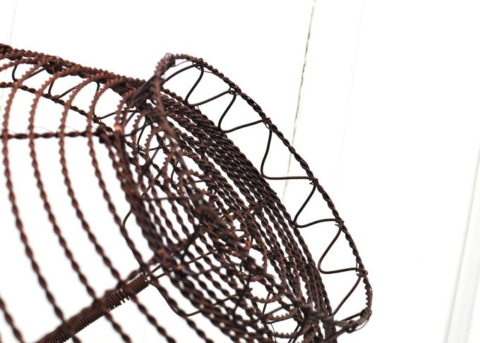 Large round brown wire basket | Jeanne d Árc Living | Willekulla Country Style - bottom