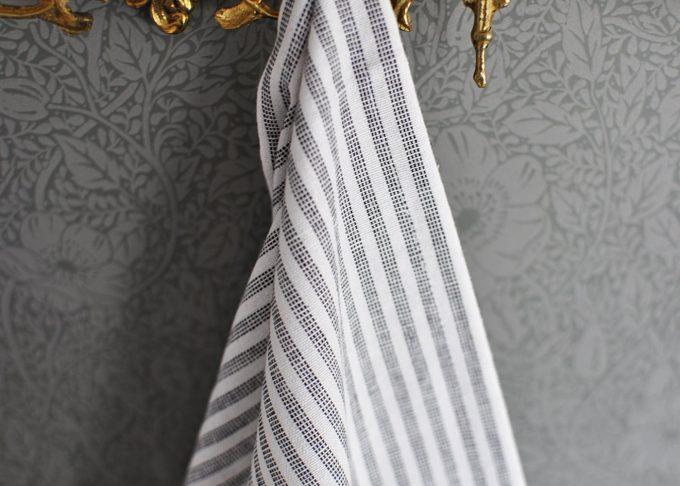 Randig Liten hamam handduk | Ib Laursen | Willekulla Lantlig Inredning | hängande